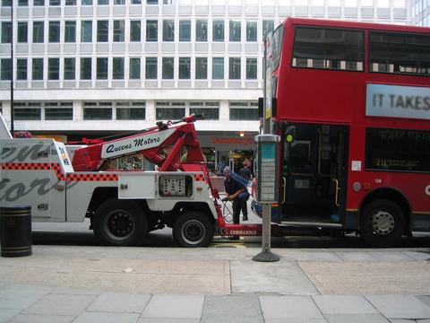 ロンドンバスけん引2.jpg