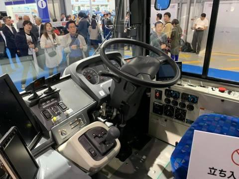 東京モーターショー連接バス運転席.jpg